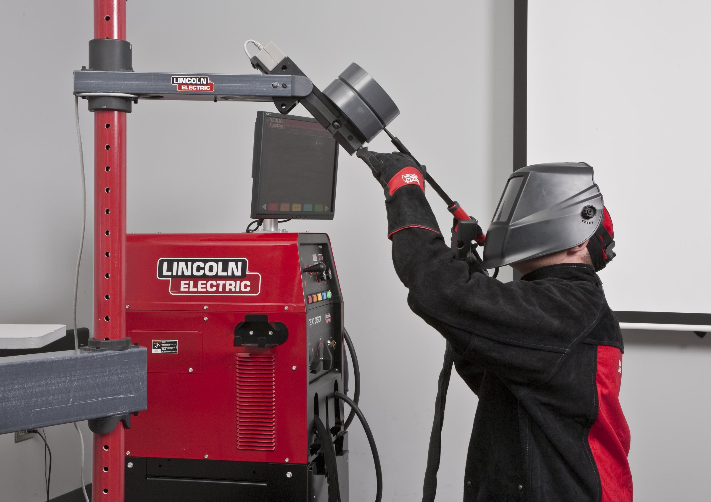 Classic Shop Talk Welding Technical Help From Lincoln Electric Stick Welder Takes Its Innovative Vrtex 360 Virtual Reality Arc On The Road