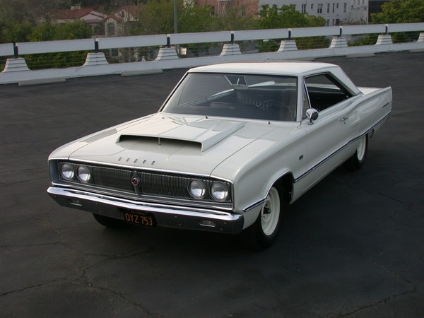 Dodge_1967_Coronet_440_front_3-4_detail